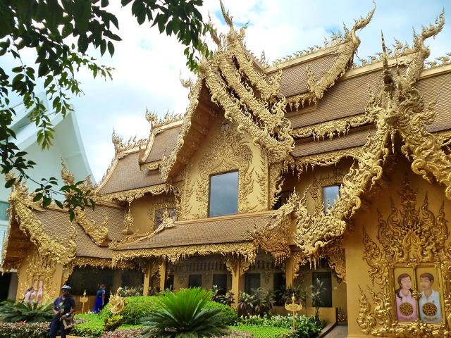 2014 06 21 - Thaïlande - Chiang Rai - Wat Rong Khun - Toilettes P1080241